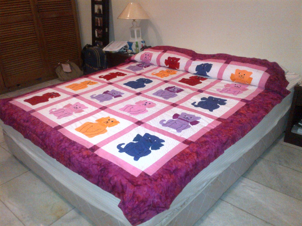 Dogs & Calico Cats Quilt. Single Size Bed Cover