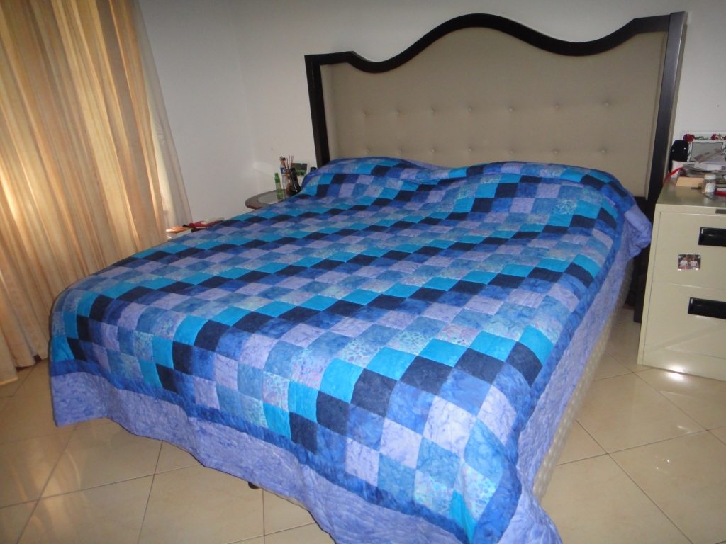 blue nine patch king size quilt simply the best quilts. Black Bedroom Furniture Sets. Home Design Ideas